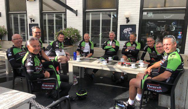 Deze week geen Oliebollen maar koffie voor onze fietsers, in Herberg 'De Peel' te Ijsselstein